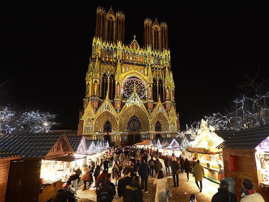 Le Marché de Noël de Reims devant la Cathédrale